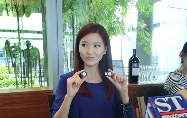 Joi Chua Singapore singer Joi Chua I39m broke but I39m happy