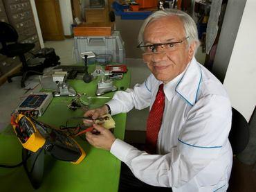 Jorge Reynolds Pombo Ingeniero crea marcapasos del tamao de un tercio de grano de arroz