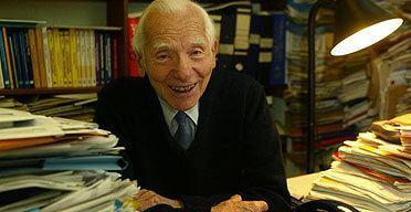 Joseph Rotblat Obituary Sir Joseph Rotblat Science The Guardian