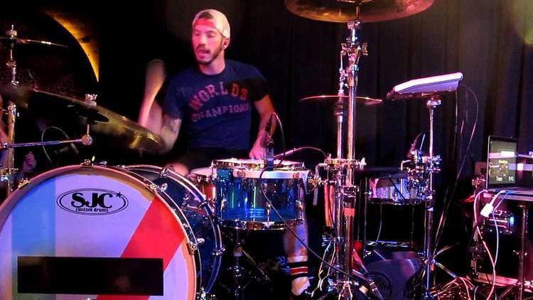 Josh Dun Josh Dun drumming and stuff cause hes a drummer and stuff YouTube