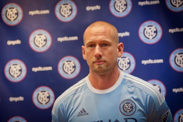Josh Saunders NYCFC goalie Josh Saunders hits head on goalpost NY