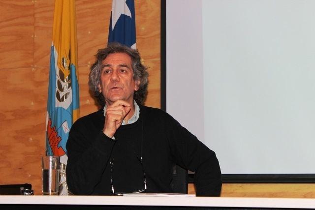 Juan Pablo Orrego Destacado ecologista nacional Juan Pablo Orrego presenta libro