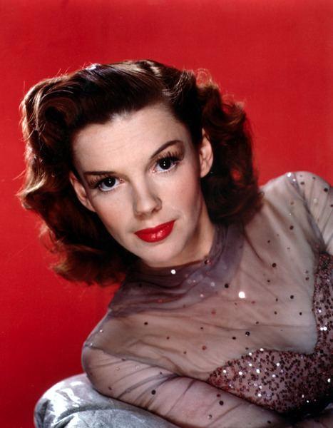 Judy Garland httpsuploadwikimediaorgwikipediacommonsdd