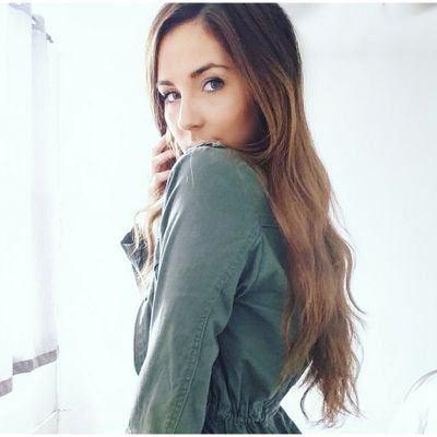 Julie Smith (actress) httpspbstwimgcomprofileimages6949858627365