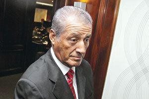 Julio Ponce Lerou Ponce Lerou y el gobierno mueven todas sus piezas para frenar