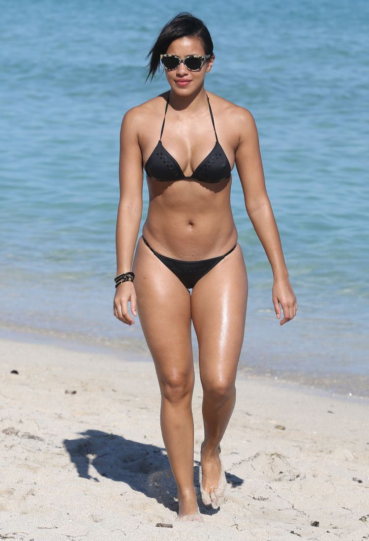 Julissa Bermudez Maxwell and Julissa Bermudez out and about on the beach in