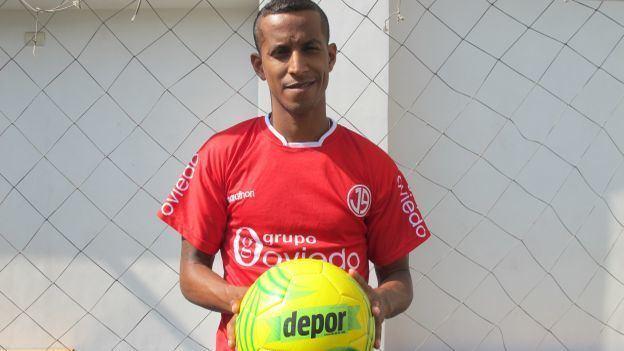 Junior Ross Juan Aurich Junior Ross es el nuevo refuerzo de Roberto