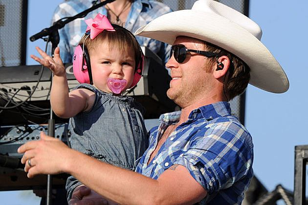 Justin Moore Justin Moore Features Wife and Daughters in New Til My Last Day Video