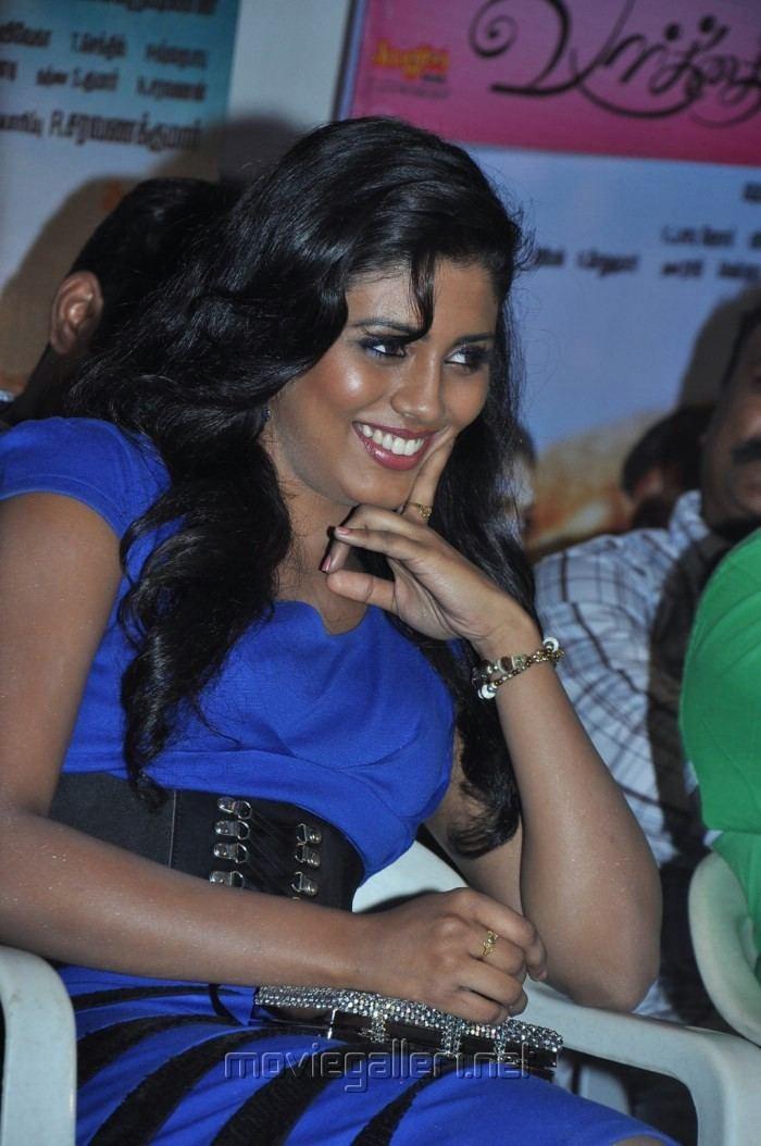 Kan Pesum Vaarthaigal Picture 393118 Actress Iniya New Hot Photos at Kan Pesum