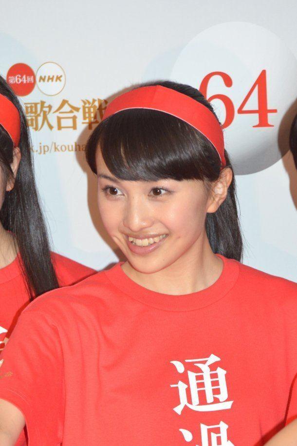 Kanako Momota Momoiro Clover Z Makes Dynamic Entrance at Kohaku Uta