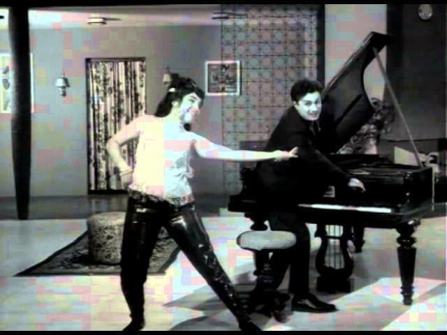 Kannan En Kadhalan movie scenes 04 41 Paaduvor Paadinaal MGR Jayalalitha Vanisri Kannan En Kadhalan Tamil Classic Song