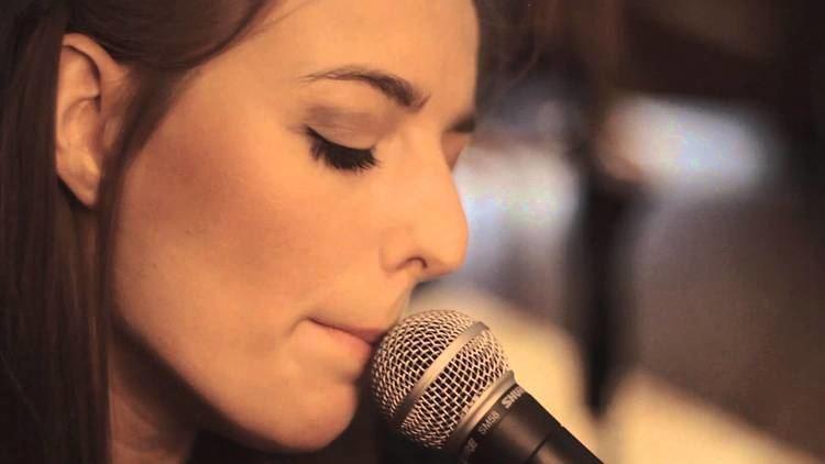Kari Amirian KARI Eyes Like Fire LIVE Home Session UK YouTube