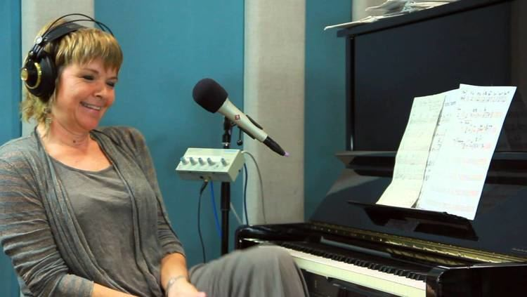 Karrin Allyson Karrin Allyson VocalDrum Medley of I Want To Be Happy and What