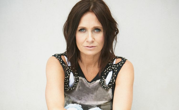 Kasey Chambers Kasey Chambers Diagnosed with Vocal Cord Nodules