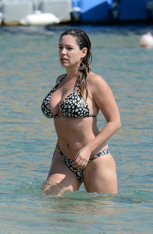Kelly Brook Kelly Brook shows off her smoking hot bikini body as she