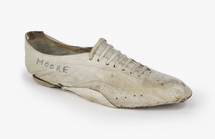 Kenny Moore Meet Bill Bowermans First Product Tester Nike News