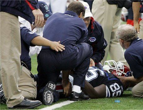 Kevin Everett 9092007 Kevin Everett suffers paralysis SBNationcom