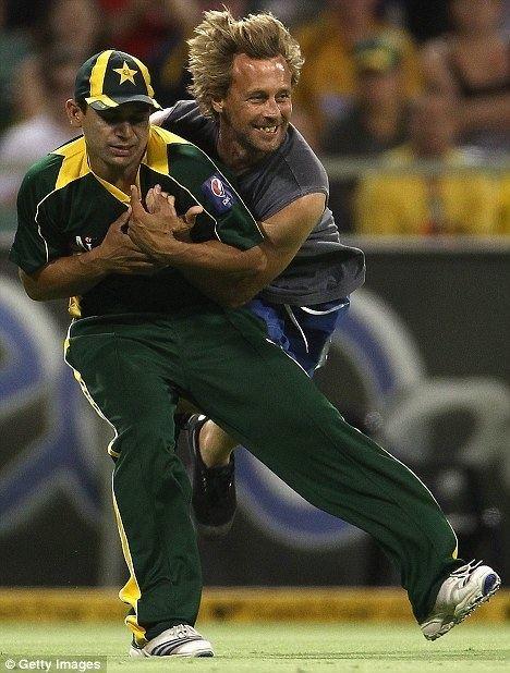 Khalid Latif (cricketer) Australian fan who rugby tackled Pakistan39s Khalid Latif
