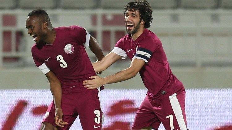Khalid Muftah Qatar39s Khalid Muftah R congratulates Abdulkarim Hassan