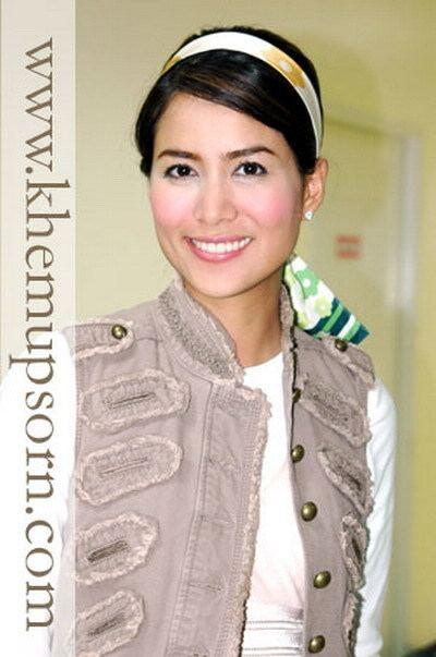 Khemupsorn Sirisukha PANTIPCOM Q8759295 Let39s See How She Dressed 1st