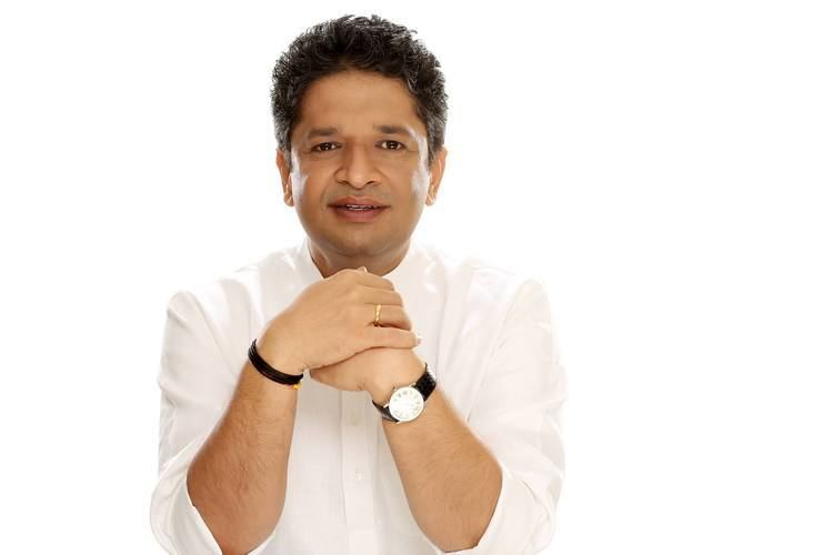 Khushdeep Bansal wearing a white sleeve in a white background