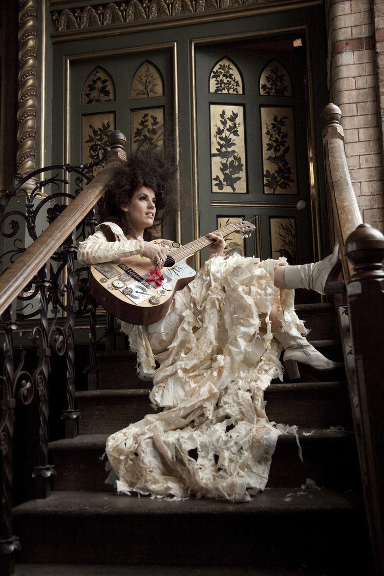 Kirsty Almeida Kirsty Almeida amp The Troubadours Studio2