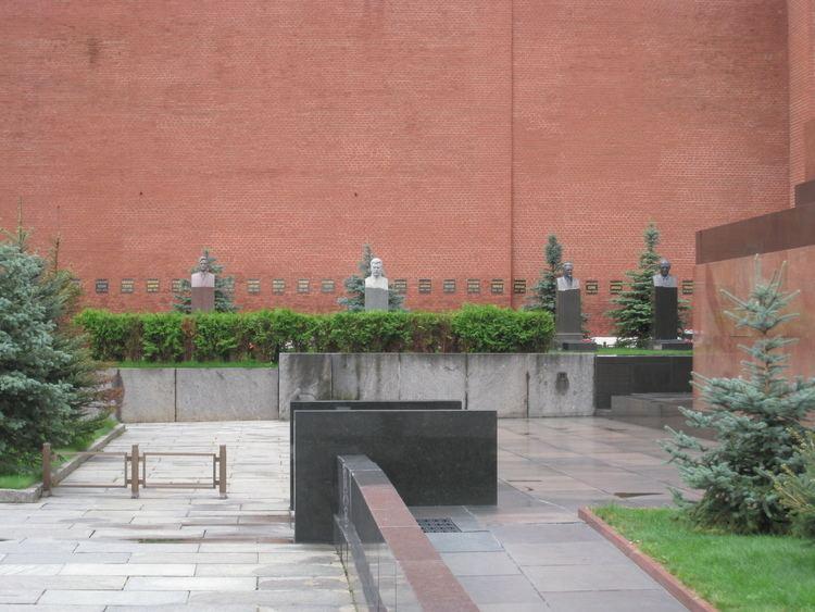Kremlin Wall Necropolis httpsuploadwikimediaorgwikipediacommons88