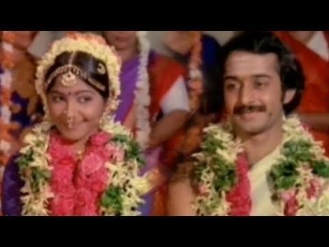 Kudumbam Oru Kadambam movie scenes Engahtuku Maapilai Ni S V Shekar Suhasini Kudumbam Oru Kadambam Tamil Classic Song