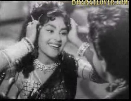 Kumkum (actress) Actress Kumkum White Saree Stills Photo 10 Sharestills
