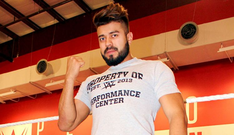 La Sombra (wrestler) WWE News WWE Signs CMLL And NJPW Lucha Phenom La Sombra To WWE