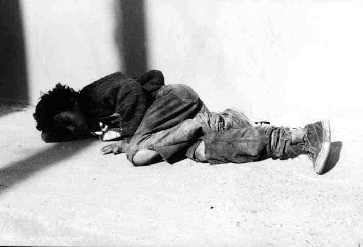 La tragedia del silencio movie scenes Child on the street one common scene used by the Pornomiseria in the 1970s
