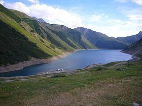 Lac de Grand Maison httpsuploadwikimediaorgwikipediacommonsthu