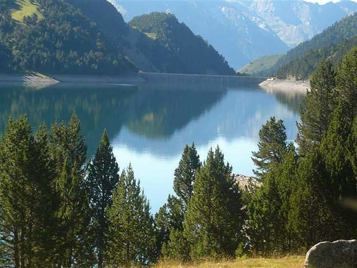 Lac de l'Oule wwwlacsdespyreneescom65aureimageslacoule2jpg