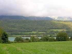 Lac de Petichet httpsuploadwikimediaorgwikipediacommonsthu