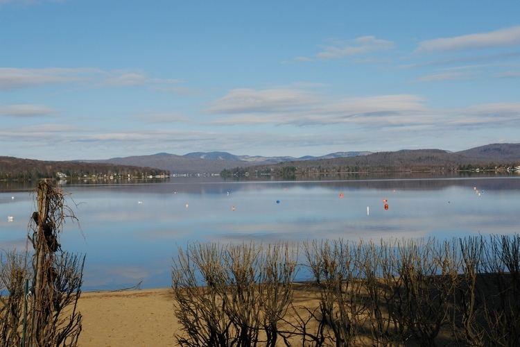 Lac-Saint-Joseph, Quebec httpsuploadwikimediaorgwikipediacommons33