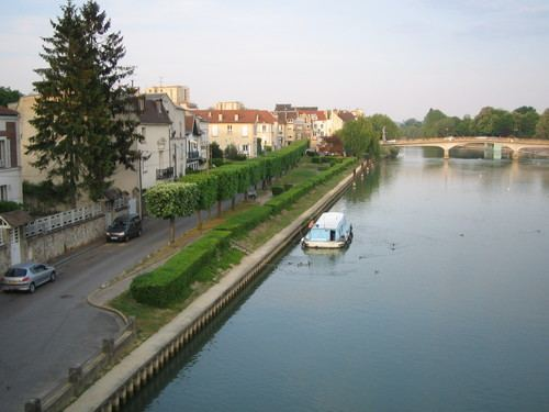 Lagny-sur-Marne mw2googlecommwpanoramiophotosmedium4627973jpg