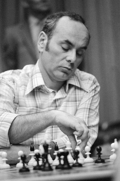 Lajos Portisch SURPRISE STAUTON CHESS SET Guess Chesscom
