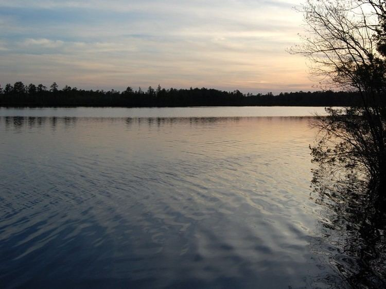 Lake Atsion wwwnaturallyamazingcomamericasparks11996jpg