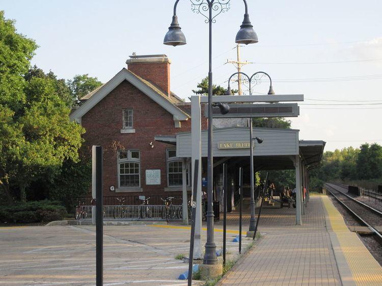 Lake Bluff station