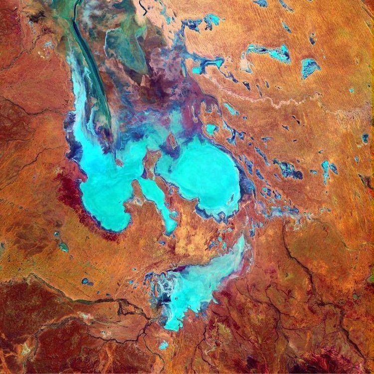 Lake Eyre httpsuploadwikimediaorgwikipediacommonscc