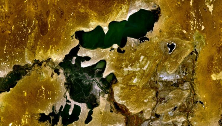 Lake Kamyslybas httpsuploadwikimediaorgwikipediacommonsthu