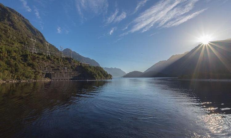Lake Manapouri wwwnewzealandphotoinfophotosvychodsluncenad