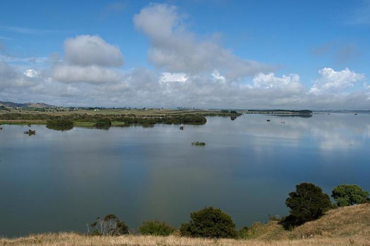 Lake Waikare dannyozautravelnz2005p52263377lakewaikarejpg