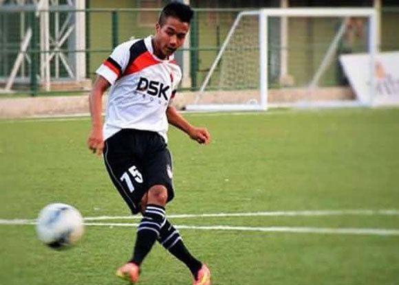 Lallianzuala Chhangte Northeast United FC sign Jerry Mawihmingthanga and Lallianzuala