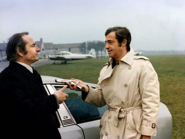 LAlpagueur movie scenes Victor Garrivier as Doumecq and Jean Paul Belmondo as Roger Pilard aka l Alpagueur