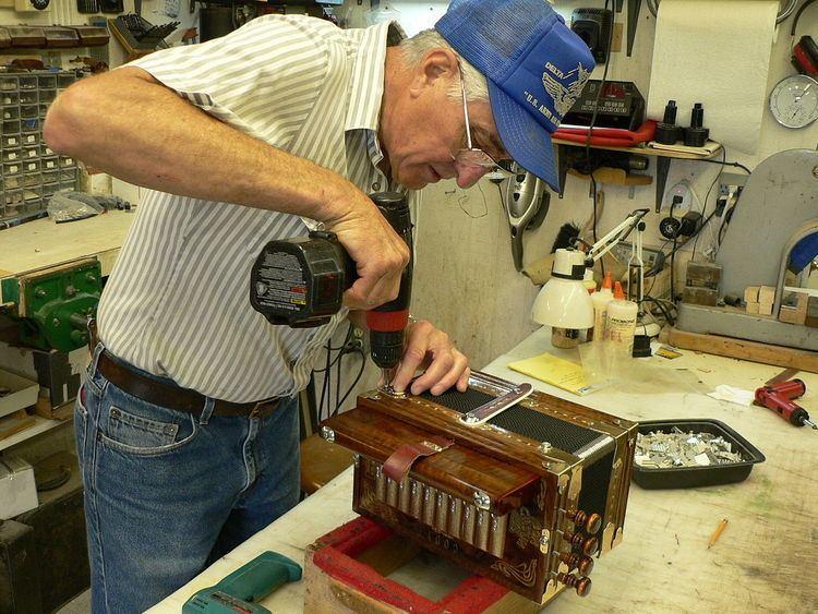 Larry Miller (accordionist)
