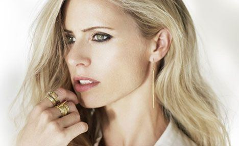 Laura Bailey (model) Top Model Laura Bailey Brings Bling to Ethical Fashion