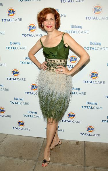 Laura Bennett Laura Bennett Pictures Tide And Downy Unveil Fashion