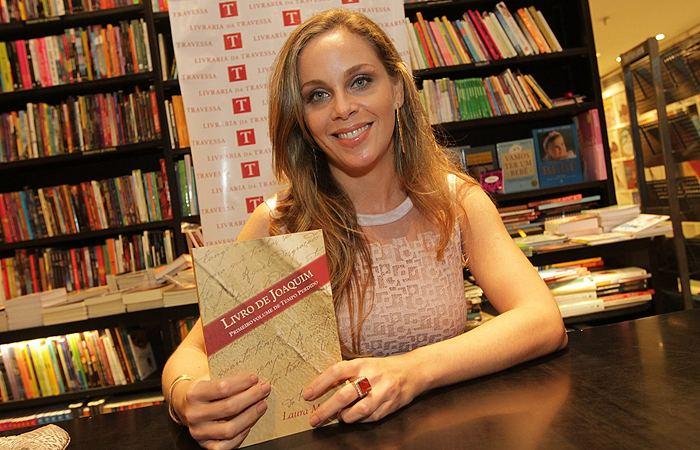 Laura Malin Marcelo Faria leva a mulher a lanamento de livro Ofuxico