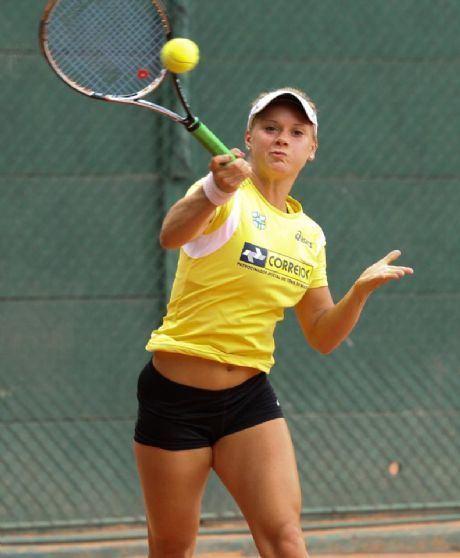 Laura Pigossi Perto da final na Fed Cup Brasil v nmero 1 em alta e